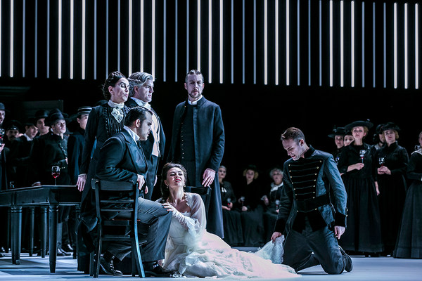 [Translate to Englisch:] Szene aus der Oper »Lucia di Lammermoor«