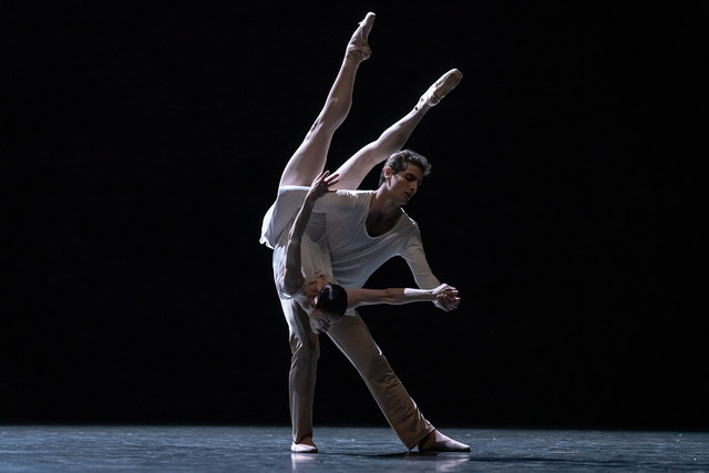 Sofiane Sylve und Carlo Di Lanno in »On the Nature of Daylight« © Semperoper Dresden/Ian Whalen