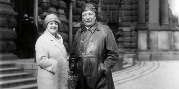 Fotografie von Elisabeth Rethberg und Richard Strauss vor der Semperoper