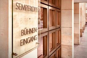Bühneneingang der Semperoper Dresden