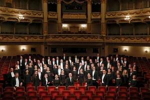 Der Sächsische Staatsopernchor Dresden im Zuschauersaal der Semperoper