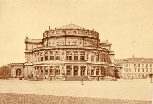 Außenansicht des 1. Königlichen Hoftheaters um 1860