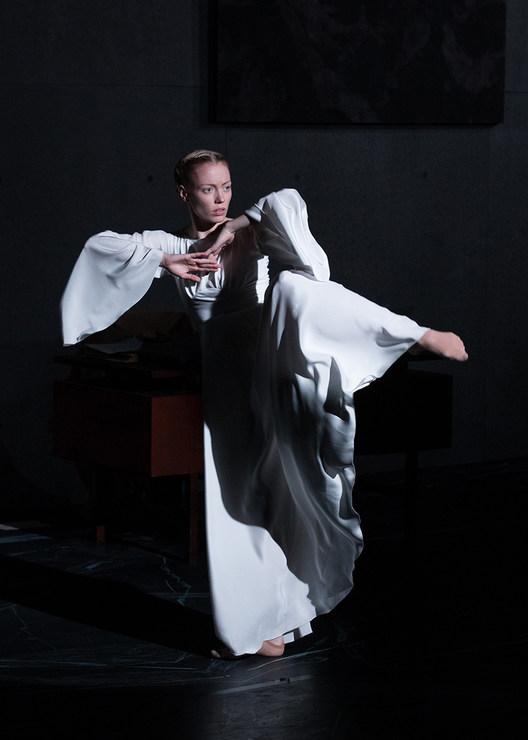 Aidan Gibson in »Orakel« © Semperoper Dresden/Ian Whalen