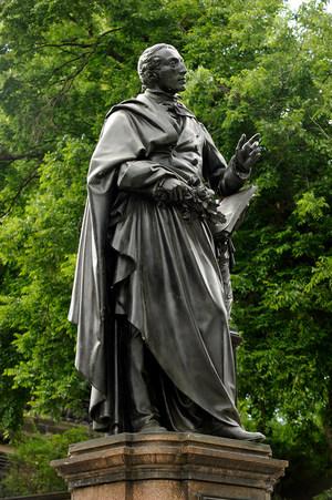 Das Weber Denkmal an seinem aktuellen Standort