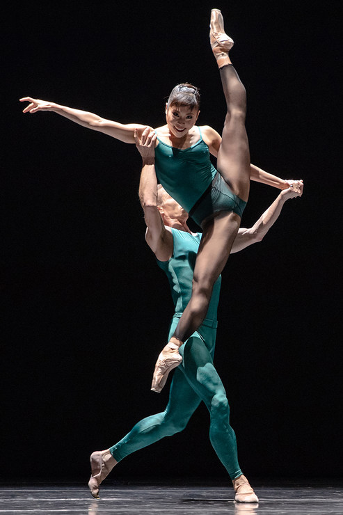 03 Kanako Fujimoto Denis Veginy In the Middle Somewhat Elevated photo by stephen wright photography semperoper ballett 7