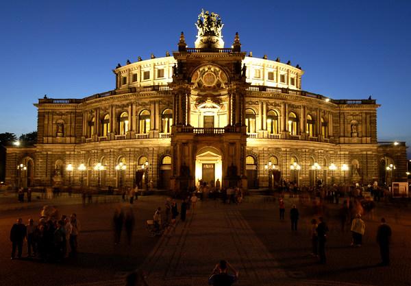 Ich in an semperoper was die ziehe Dresdens Neuanfang: