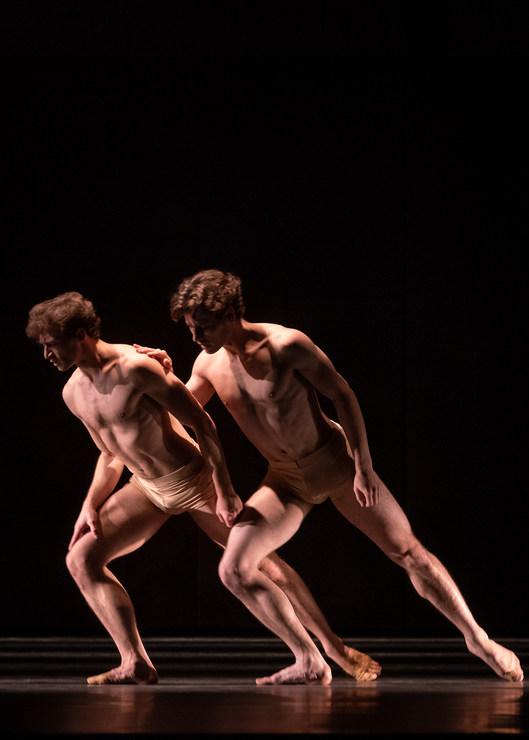 Francesco Pio Ricci and Julian Amir Lacey in »Iphigenie auf Tauris« © Semperoper Dresden/Ian Whalen