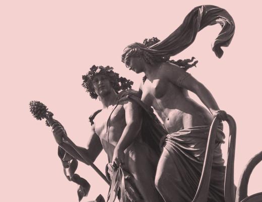 Imagebild Proszenio: Sandsteinfiguren Dionysos und Ariadne in der Pantherquadriga auf dem Dach der Semperoper