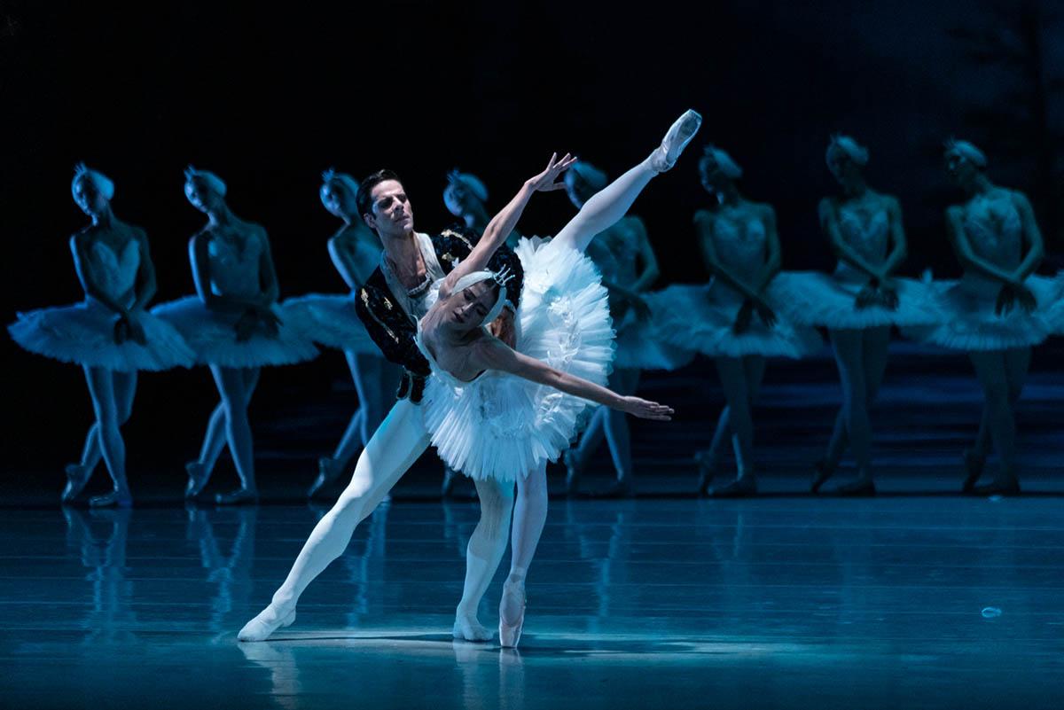 Alice Mariani and Marcelo Gomes in »Swan Lake« © Semperoper Dresden/Ian Whalen