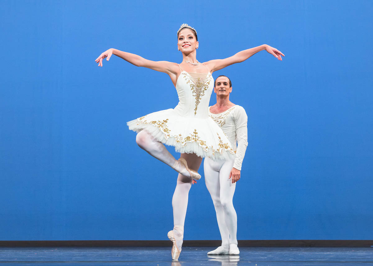 Alice Mariani and Jiří Bubeníček in »Theme and Variations« © Semperoper Dresden/Ian Whalen
