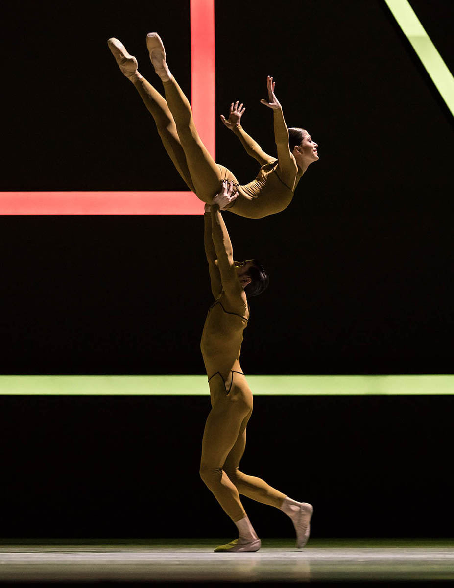 Alice Mariani and Julian Amir Lacey in »The Four Seasons« © Semperoper Dresden/Ian Whalen